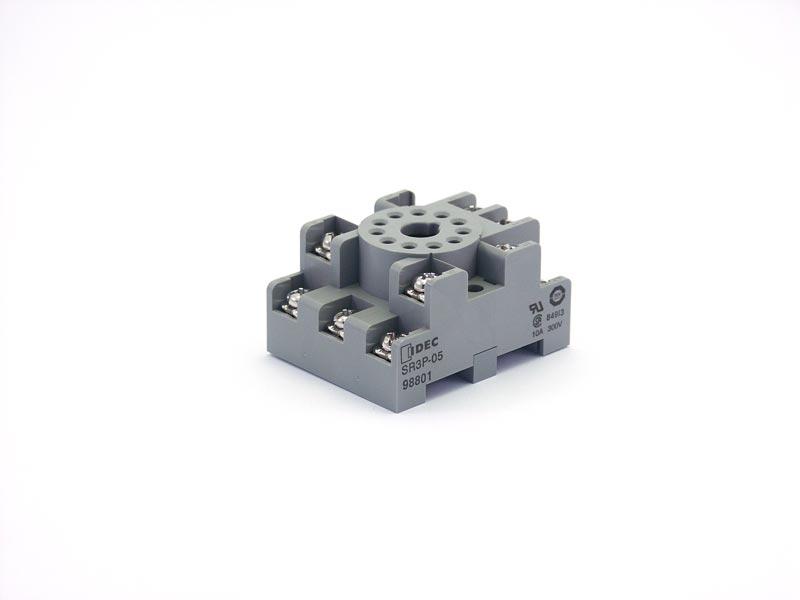 Standard DIN rail mount Sockets: IDEC, Magnecraft on